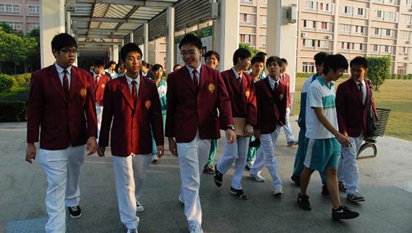 新加坡中學